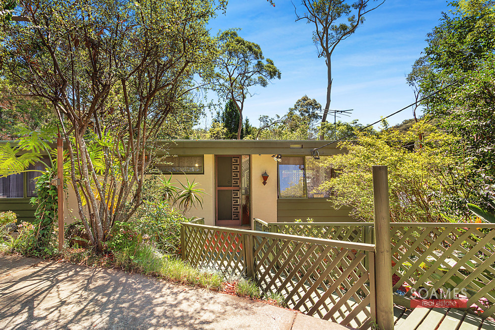 15 MULLION CLOSE, HORNSBY HEIGHTS, 2077